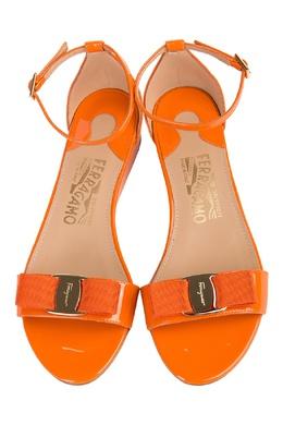 Оранжевые лакированные сандалии Salvatore Ferragamo 51083836