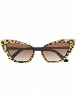 Dolce&Gabbana Eyewear солнцезащитные очки в оправе 'кошачий глаз' с принтом DG4357