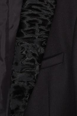 Черное пальто с фактурным мехом Fendi 1632149501