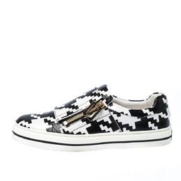 Roger Vivier Monochrome Houndstooth Print Python Embossed Leather Viv Slip On Sneakers Size 37