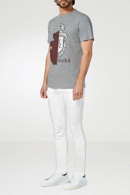 """Серая футболка с красно-белым гербом """"Billionaire"""". 1668155409"""