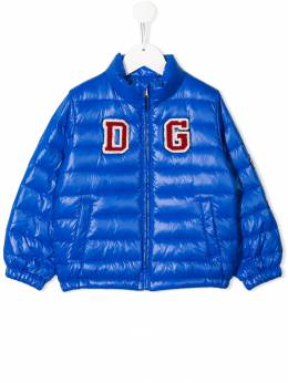 Dolce & Gabbana Kids пуховик с нашивкой-логотипом L4JBY9HUMEM