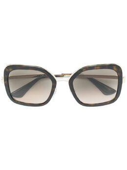 Prada Eyewear массивные солнцезащитные очки SPR57U
